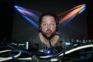 "Daniel John alias ""DJ Puppe"" legt zur 90er-Party auf"