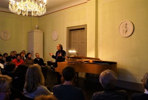 Vardigans erklärt das musikalische Motiv in Mozarts Zauberflöte