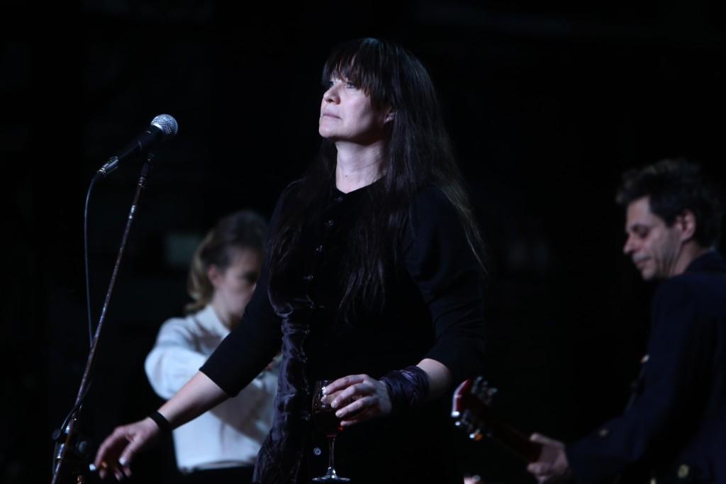 Nico alias Christa Päffgen auf der Bühne