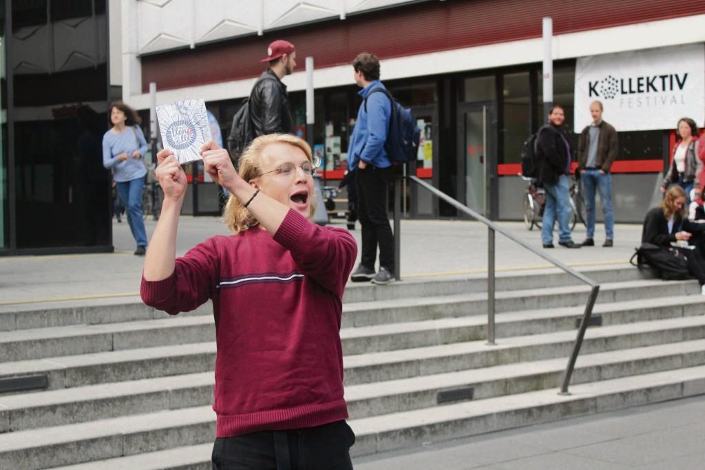 Conrad Meißner tut seine Meinung auf dem Campus Augustusplatz kund