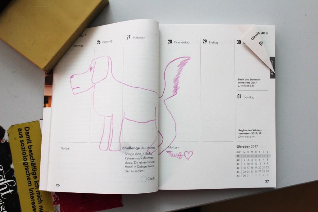 Pinker Hund, gemalt von StuRa-Referent Franz Hempel