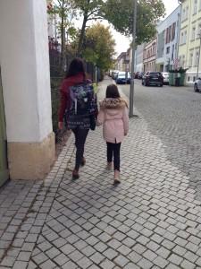 """""""Hauptsache, ich kann bei meiner Mama sein"""", sagt Clara."""