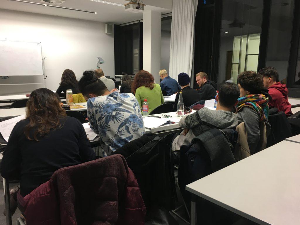 Kurdisch-Sprachkurs- Großes Interesse - Teilnehmende des Kurses