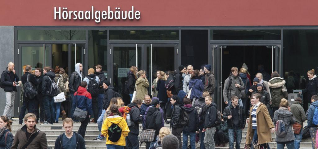 Viele heutige Studierende wissen wenig bis gar nichts über die Bologna-Reform und ihre Folgen.
