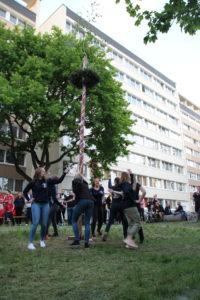 Sorbische Studierende beim Hexenbrennen in Leipzig