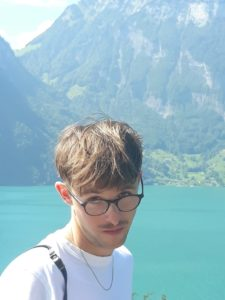 Maximilian Berkenheide vor Bergseepanorama