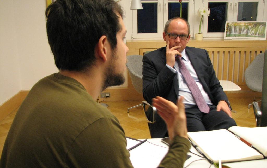 luhze-Redakteur David Will im Gespräch mit HTWK-Rektor Mark Mietzner