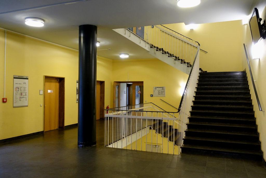 Dasleere Treppenhaus im Geutebrück-Bau der HTWK